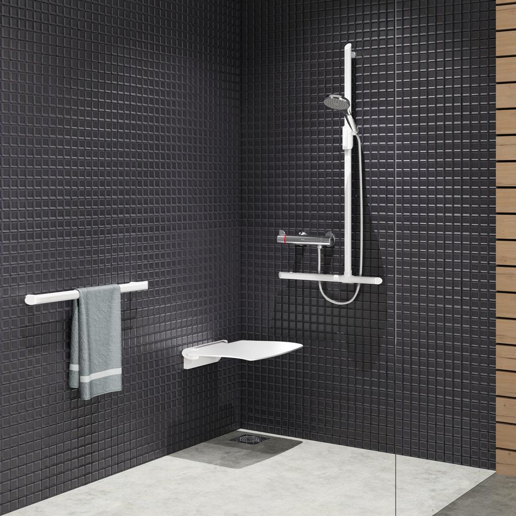 Quel siège de douche dans une salle de bain pour senior ou personne handicapée ?